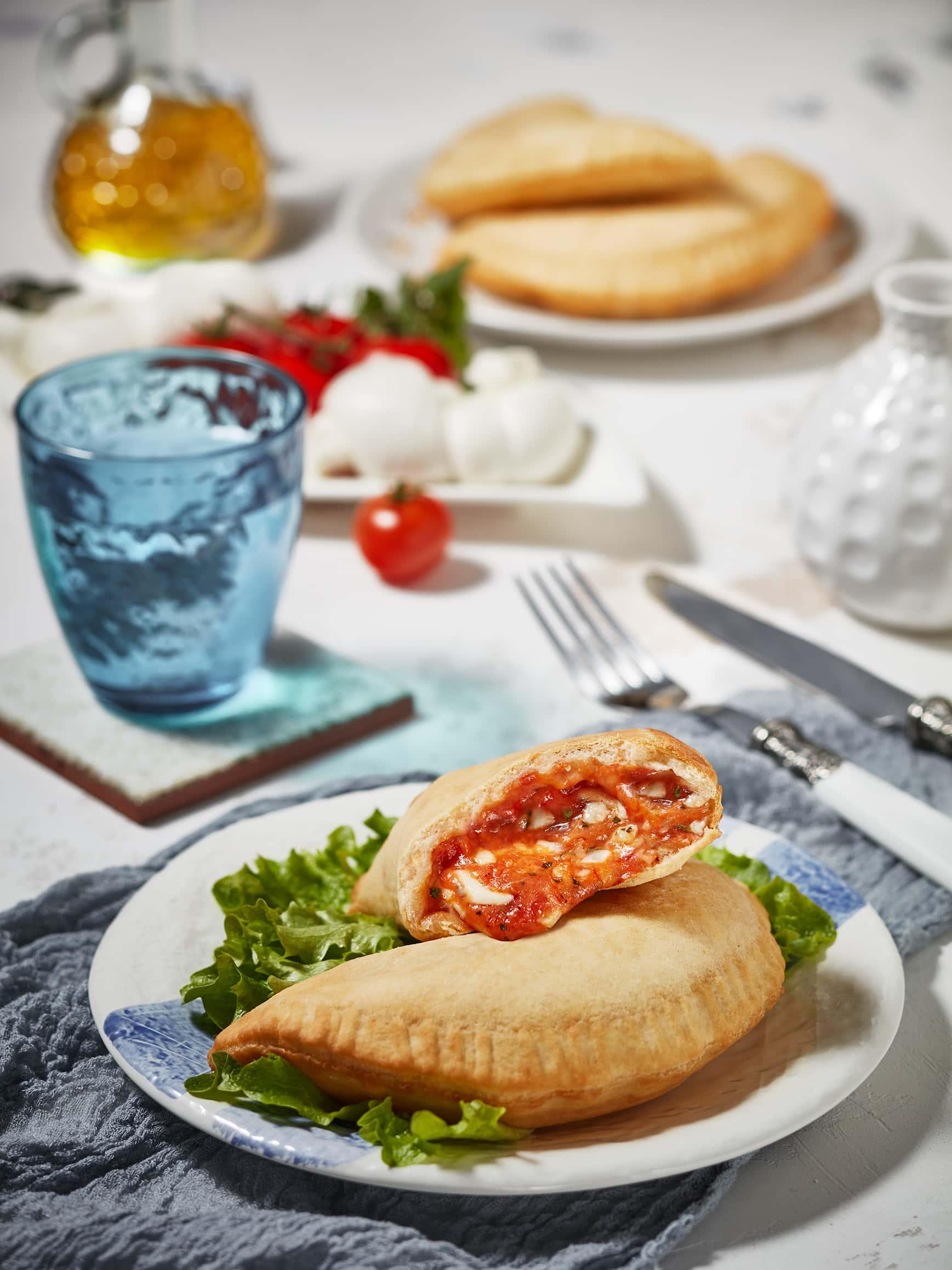 fotografo food editoriale panzerotto pugliese puglia napoli roma mozzarella filante magazine libro ricette cucina