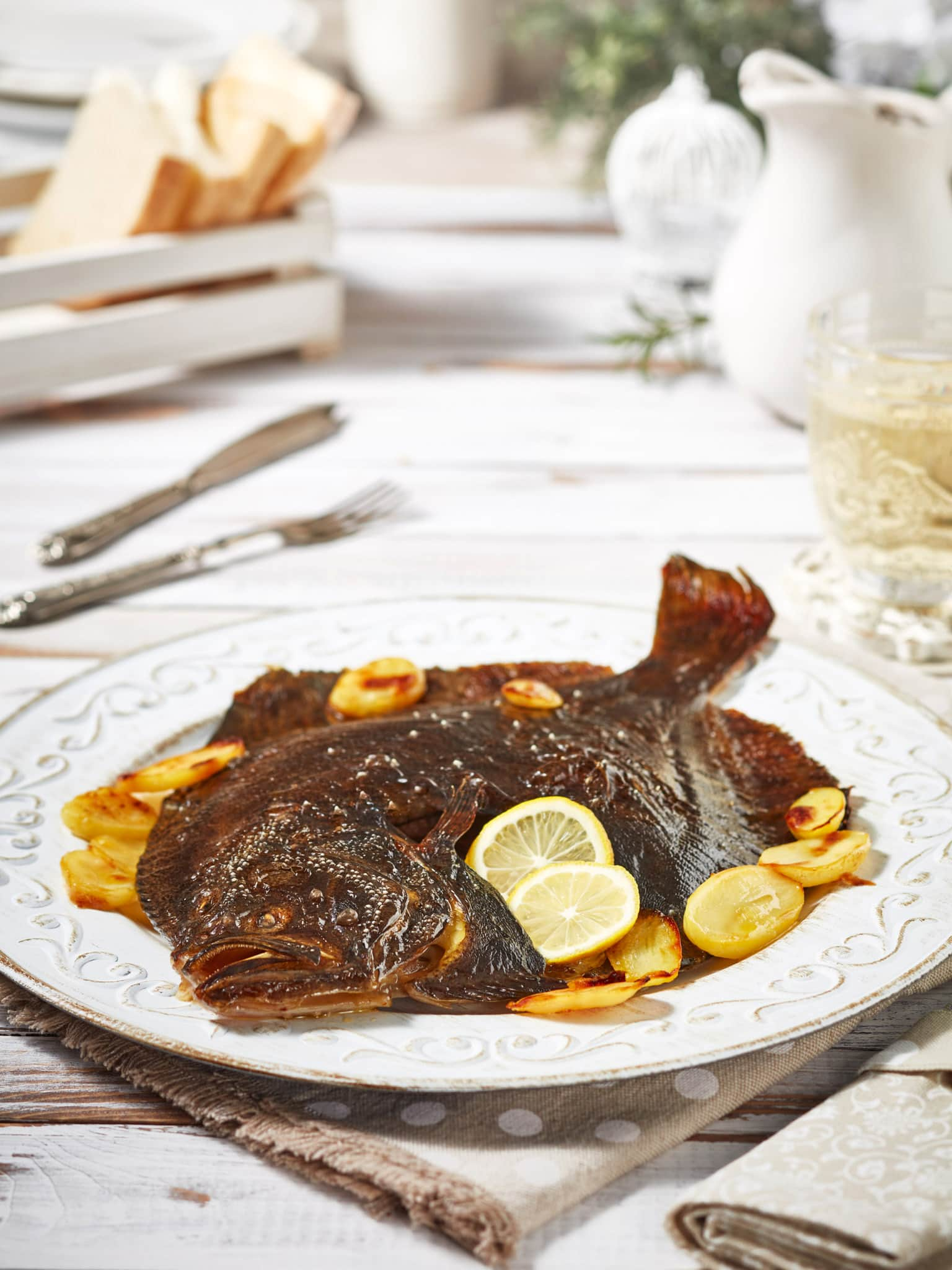 fotografo food rombo con patate su ambientazione shabby chic fotografo commerciale su milano lombardia modena emilia romagna bologna veneto padova