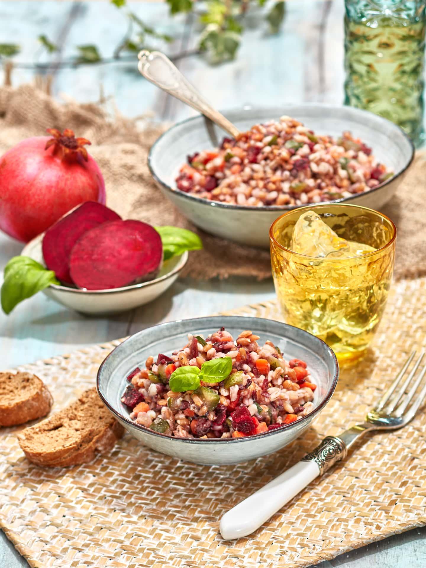 fotografo food commerciale insalata cereali integrale bofrost con melagrana zenzero e rapa rossa milano modena verona