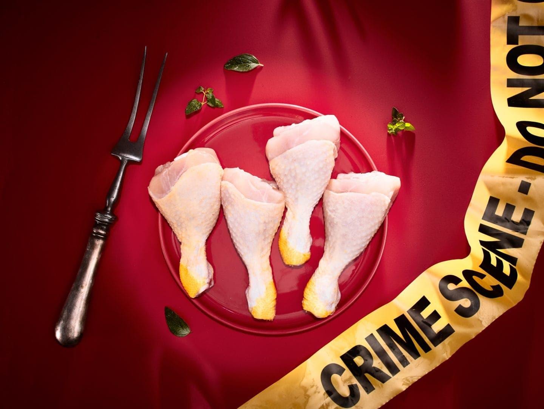 fotografo food concettuale milano CdF - Crime Scene n3 - chicken drumstick (1)