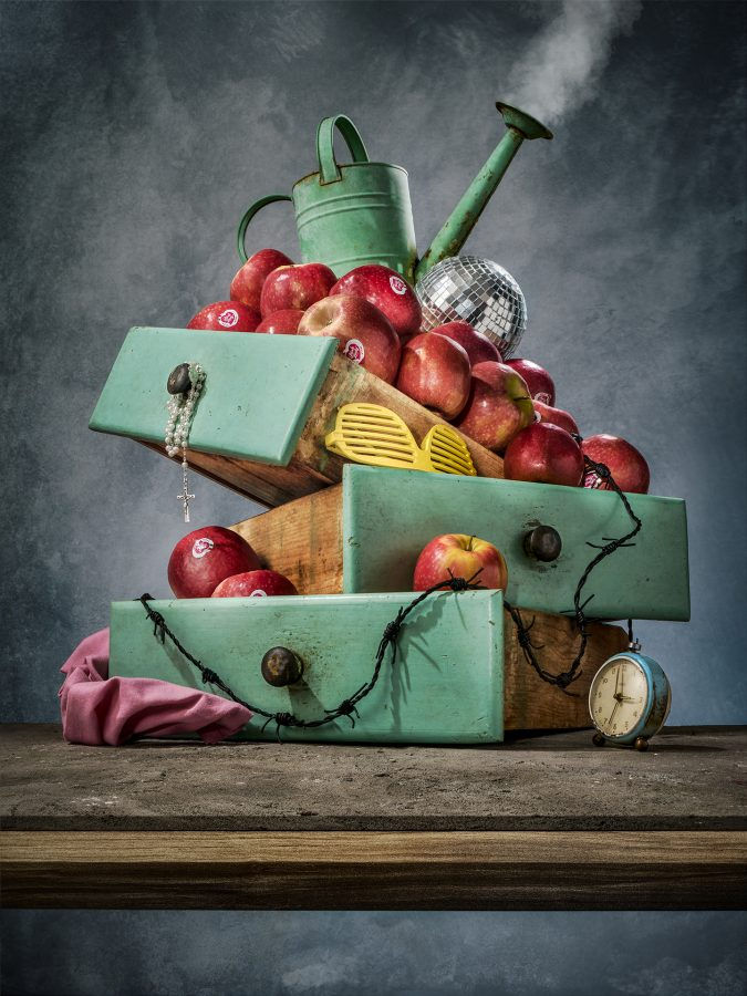 Award winning photographer - Cosimo Barletta - mayda mason - cucina delle foto - pink lady - clock - fine art - disco - conceptual - surreal