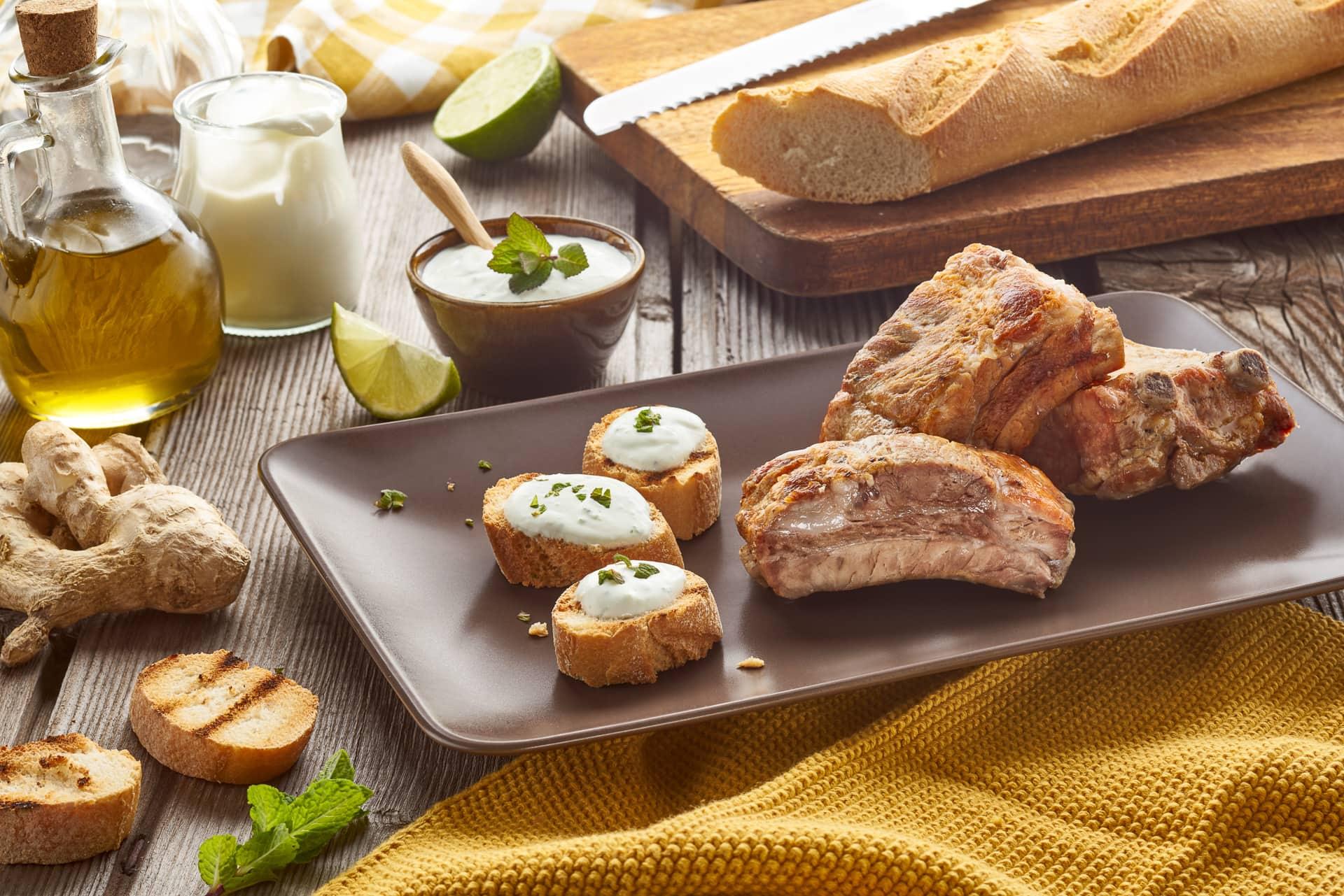 File - Costine di maiale tradizionali - salsa alla menta